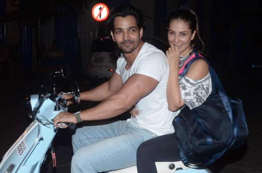 Rajahmundry lad Harshavardhan Rane and Kim Sharma were spotted while on a scooty ride in Mumbai Streets | Rjytimes.com