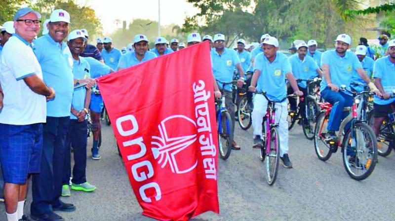 RAJAHMUNDRY ONGC Personnel Took Out A Cycle Rally to Create Awareness On 'To Save Oil and Gas' | Rjytimes.com